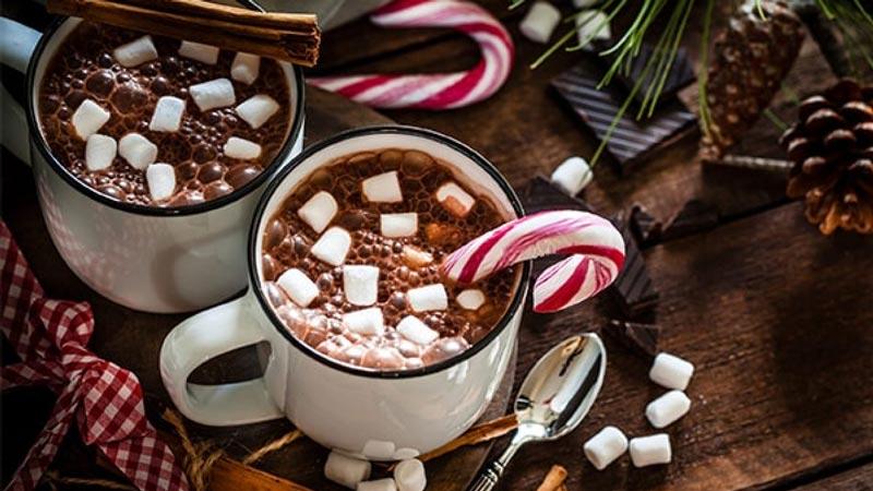 شکلات داغ توپی با مغز مارشمالو