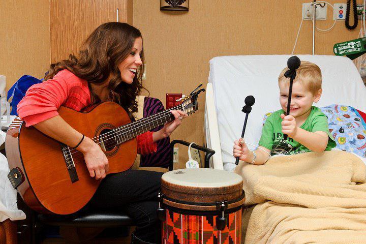 کاربرد  موسیقی درمانی بر سلامت جسم و مشکلات رفتاری