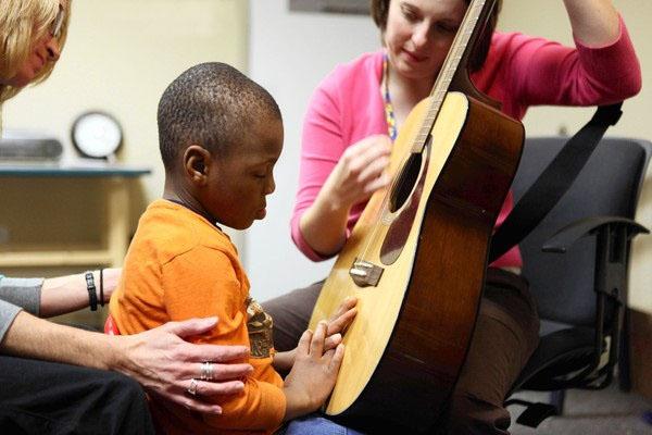 تأثیر موسیقی در بهبود اختلال اوتیسم